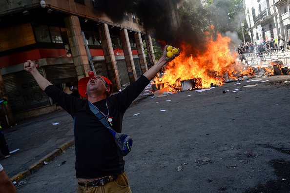 Bestpix「State Of Emergency Remains As Demonstrations And Looting Continues In Chile」:写真・画像(10)[壁紙.com]
