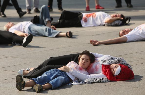Gaza Strip「Palestinians Protest War In Gaza」:写真・画像(2)[壁紙.com]