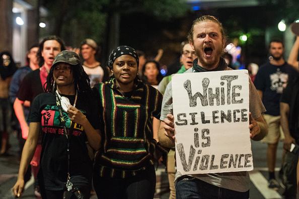 Caucasian Ethnicity「State Of Emergency Declared In Charlotte After Police Shooting Sparks Violent Protests」:写真・画像(17)[壁紙.com]