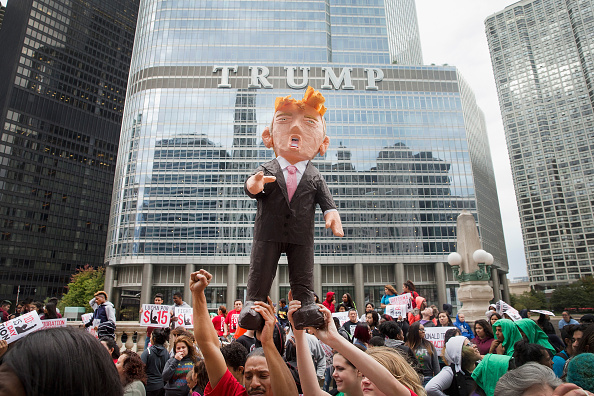 Paper Craft「Activists Protest For Immigration Reform And Fair Wages At Trump Tower In Chicago」:写真・画像(4)[壁紙.com]