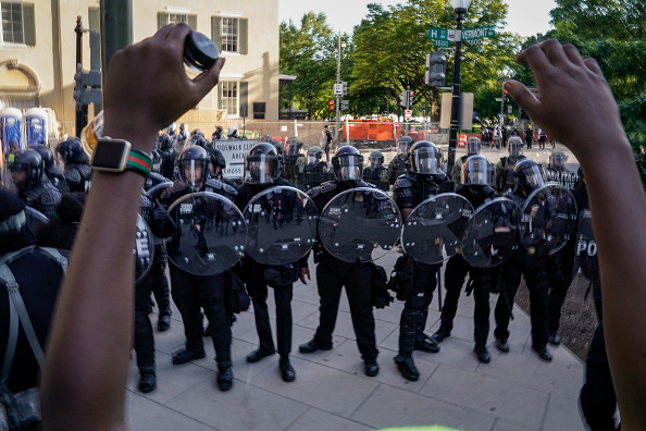 Protestor「Protesters Demonstrate In D.C. Against Death Of George Floyd By Police Officer In Minneapolis」:写真・画像(19)[壁紙.com]