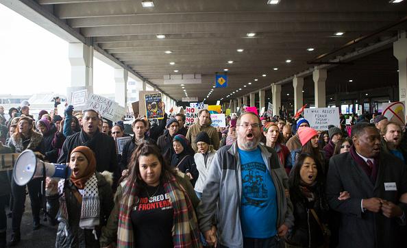 Executive Order「Protestors Rally At Philadelphia Airport Against Muslim Immigration Ban」:写真・画像(19)[壁紙.com]