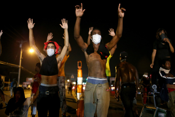 Ferguson - Missouri「Outrage In Missouri Town After Police Shooting Of 18-Yr-Old Man」:写真・画像(11)[壁紙.com]