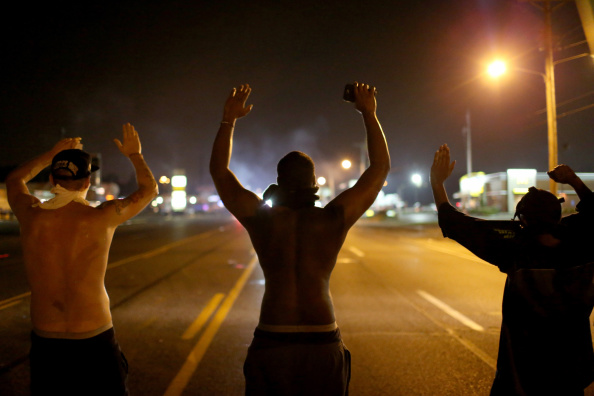 Protest「Outrage In Missouri Town After Police Shooting Of 18-Yr-Old Man」:写真・画像(3)[壁紙.com]