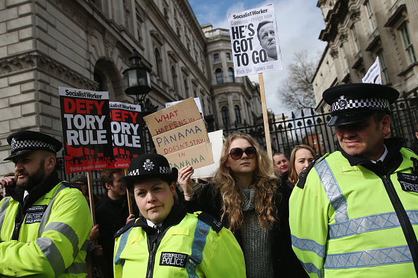 Politics and Government「Tax Loophole Protest Held Outside Downing Street After Panama Revelations」:写真・画像(5)[壁紙.com]