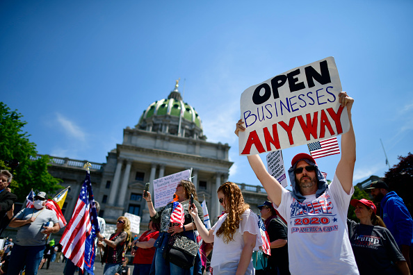 Reopening「Rally Held At Pennsylvania State Capitol To Urge Governor To Open Up Lockdown Orders」:写真・画像(2)[壁紙.com]