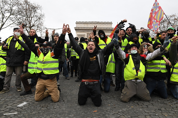 Yellow「'Yellow Vests' Return to Paris Streets」:写真・画像(13)[壁紙.com]