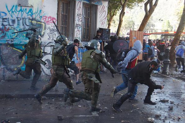 Santiago Metropolitan Region「Opposition Pressures President Piñera Over Alleged Rights Abuse」:写真・画像(3)[壁紙.com]