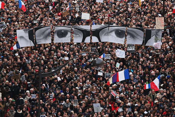 Following - Moving Activity「Mass Unity Rally Held In Paris Following Recent Terrorist Attacks」:写真・画像(12)[壁紙.com]