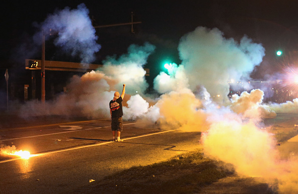 Missouri「Outrage In Missouri Town After Police Shooting Of 18-Yr-Old Man」:写真・画像(15)[壁紙.com]