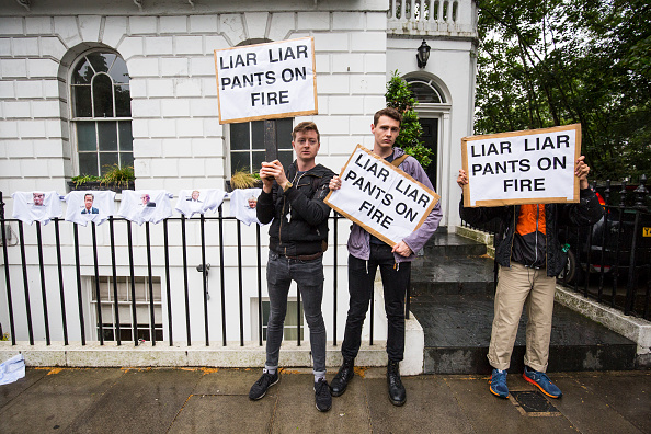 Variation「Protest Takes Place At The Home Of Boris Johnson」:写真・画像(11)[壁紙.com]