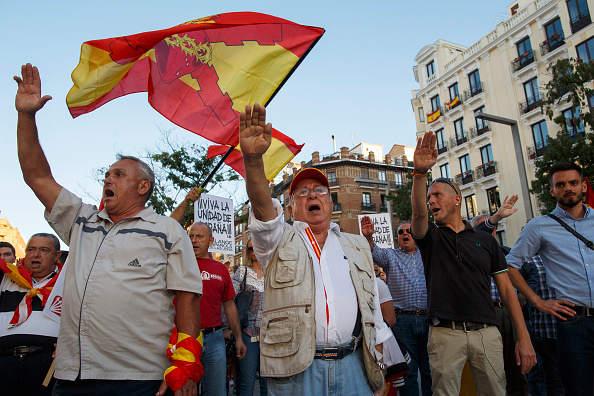 Saluting「Pro-Unity Rally Held In Madrid Against Catalonian Independence」:写真・画像(4)[壁紙.com]