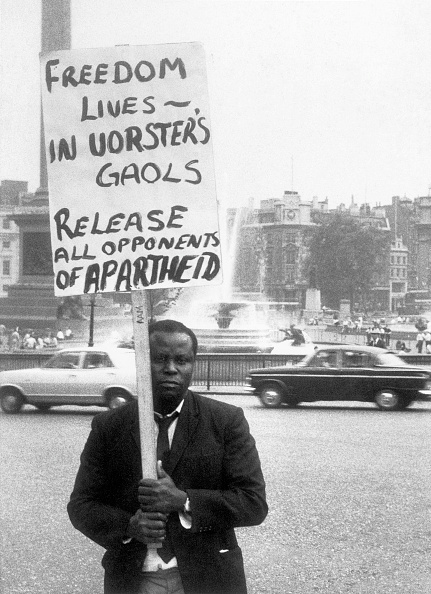 Black History in the UK「Anti-Apartheid Demonstrator」:写真・画像(18)[壁紙.com]