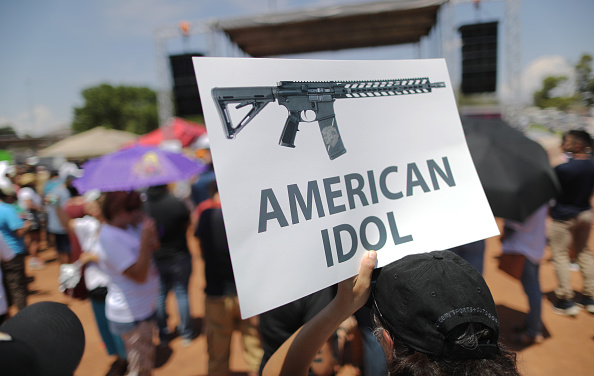 Rifle「22 Dead And 26 Injured In Mass Shooting At Shopping Center In El Paso」:写真・画像(4)[壁紙.com]
