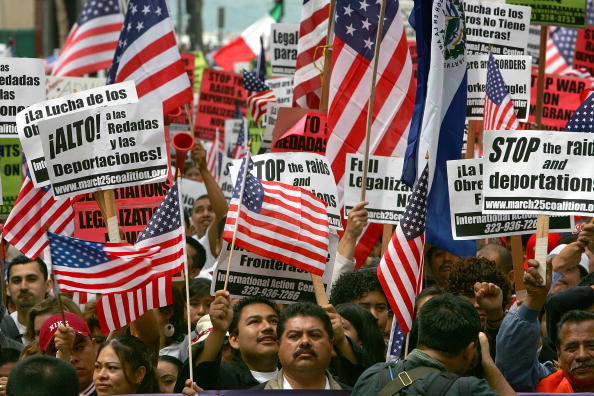 Alien「Immigrants Hold Marches Across U.S. On May Day」:写真・画像(10)[壁紙.com]
