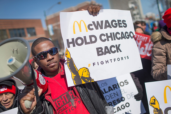Fast Food「Low-Wage Workers Strike And Rally For $15 Wage In Chicago」:写真・画像(7)[壁紙.com]