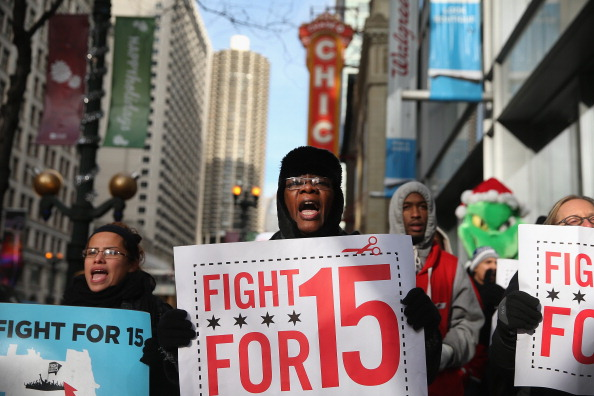 Paying「Fast Food Workers Organize Nat'l Walkout Over Low Wages」:写真・画像(5)[壁紙.com]