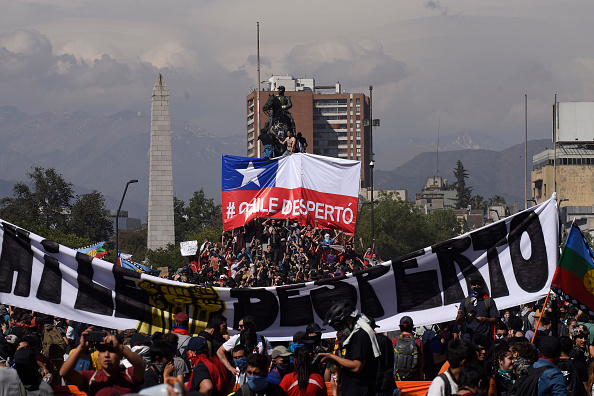 Santiago - Chile「State Of Emergency Remains As Demonstrations And Looting Continues In Chile」:写真・画像(7)[壁紙.com]