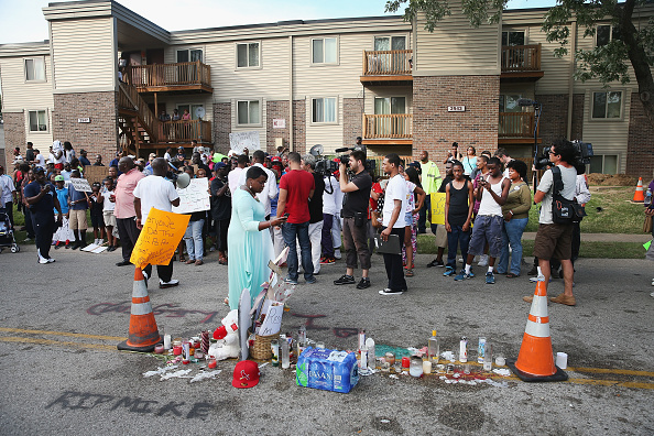 Ferguson - Missouri「Outrage In Missouri Town After Police Shooting Of 18-Yr-Old Man」:写真・画像(19)[壁紙.com]