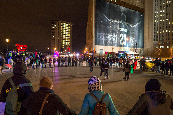 Corner「Clevelanders Protest Grand Jury Decision Not To Indict Cops In Tamir Rice Shooting」:写真・画像(10)[壁紙.com]