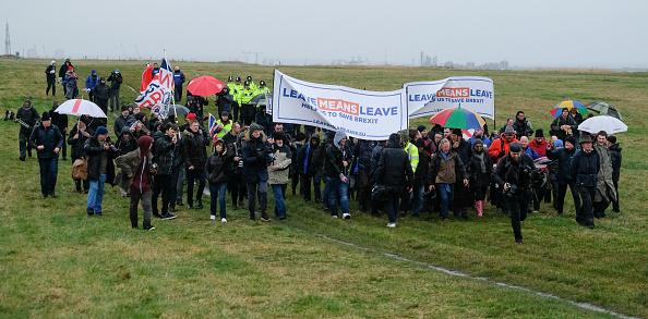 全景「Nigel Farage Launches The Pro-Brexit March To Leave From Sunderland」:写真・画像(13)[壁紙.com]