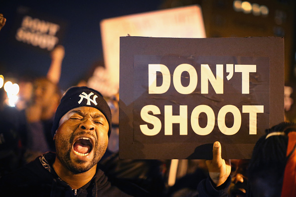 Missouri「Activists Protest For Justice Against Police Shootings」:写真・画像(2)[壁紙.com]