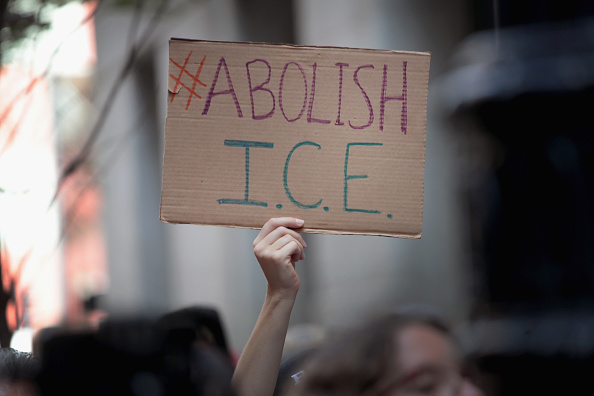 Ice「Activists Rally To Abolish ICE And End Immigration Enforcement In Chicago」:写真・画像(5)[壁紙.com]
