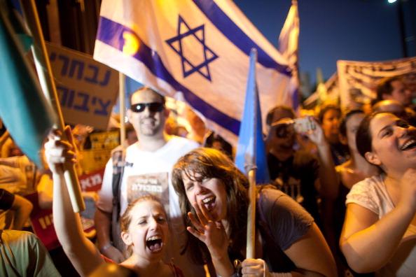Self-Immolation「Israelis Demonstrate For Social Equalities」:写真・画像(1)[壁紙.com]
