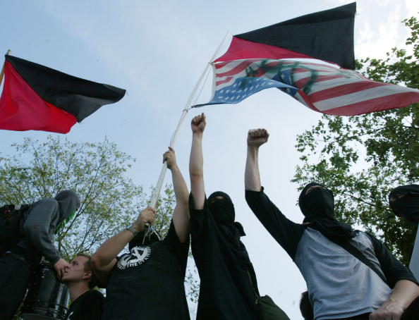 Arms Raised「Protesters Rally As The G-8 Summit Comes To An End」:写真・画像(19)[壁紙.com]