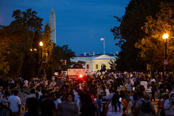Large Group Of People「Protests Held In Washington, DC In Response To Republican National Convention」:写真・画像(12)[壁紙.com]