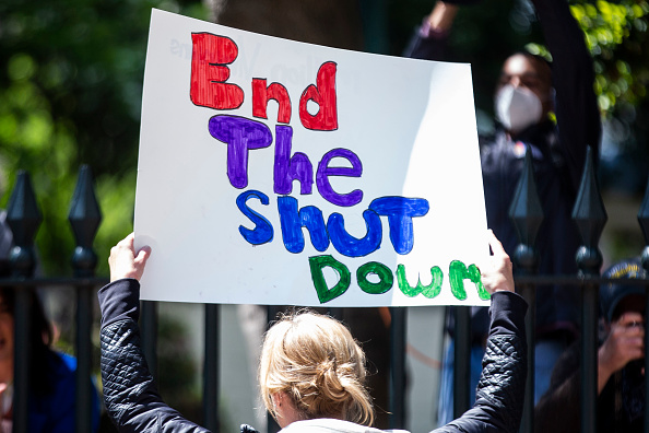 Stay at Home Order「Protesters Demonstrate Outside The Virginia Capitol For Government To Ease Stay-At-Home Orders And Open Businesses Up」:写真・画像(5)[壁紙.com]