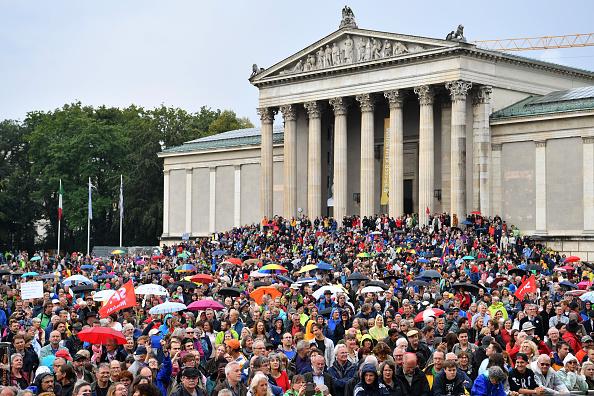 政治と行政「Demonstrators Protest Against The CSU」:写真・画像(19)[壁紙.com]