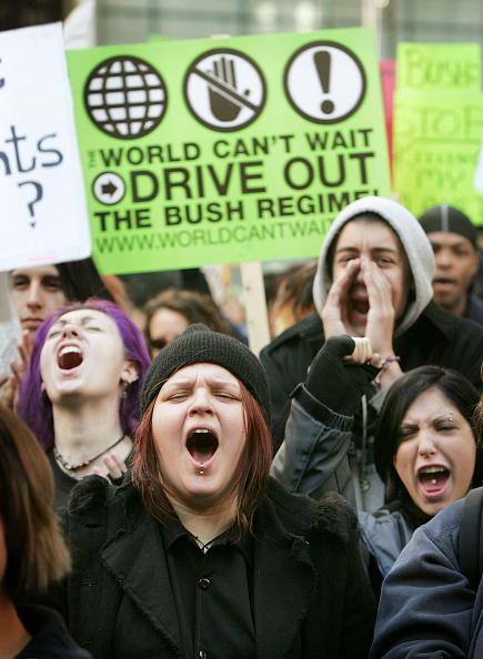 Focus On Foreground「Activists Protest Bush Administration Policies」:写真・画像(9)[壁紙.com]