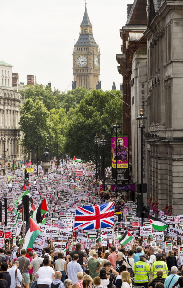 Tristan Fewings「Demonstration By Those Opposing Israel's Actions In Gaza」:写真・画像(12)[壁紙.com]