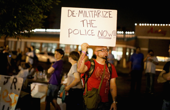 Missouri「Ferguson Community Continues To Demonstrate Over Police Shooting Death Of Michael Brown」:写真・画像(1)[壁紙.com]