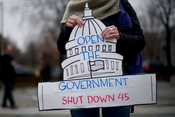 Politics「Federal Employees Hold Rally Calling For End Of Government Shutdown」:写真・画像(12)[壁紙.com]