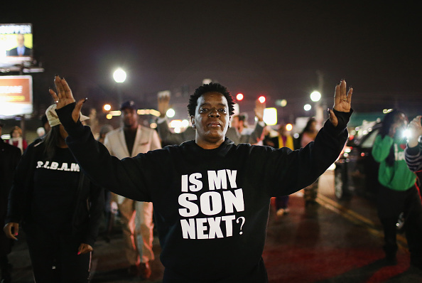 Protest「Police Officers Shot During Protests After Ferguson Police Chief Resigns」:写真・画像(1)[壁紙.com]