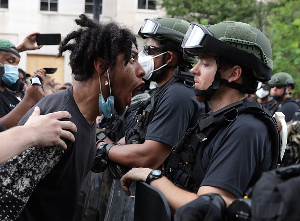 George Floyd Protests「Protesters Demonstrate In D.C. Against Death Of George Floyd By Police Officer In Minneapolis」:写真・画像(19)[壁紙.com]