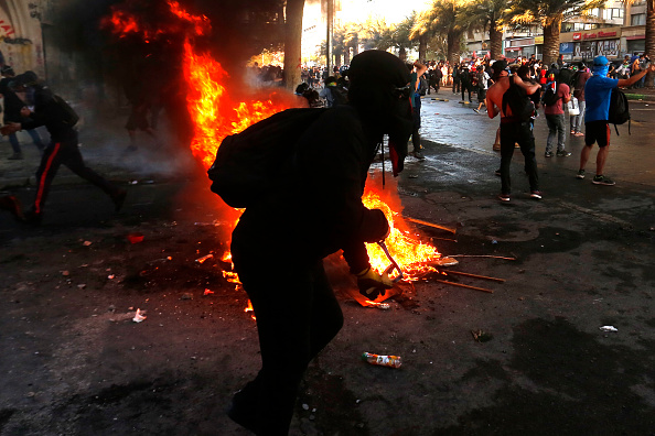 State of Emergency「Protests Continue After Piñera Insisted On Bringing Military To The Streets」:写真・画像(9)[壁紙.com]