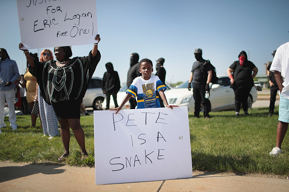 The Knife「Demonstrators Hold A Protest Outside South Bend Police Station After Funeral For Eric Logan」:写真・画像(14)[壁紙.com]