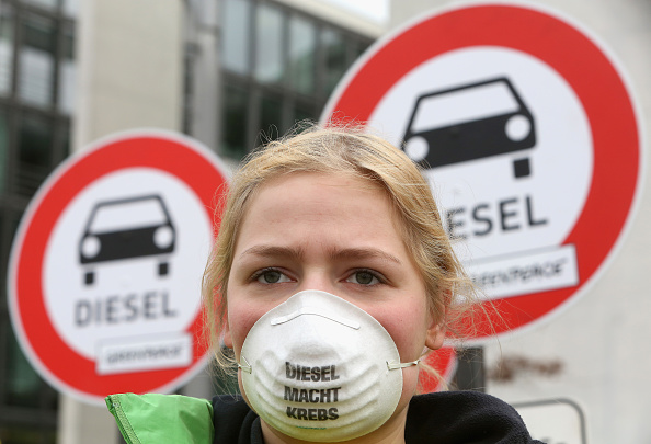 Adam Berry「Merkel Testifies In Bundestag Volkswagen Diesel Scandal Hearings」:写真・画像(13)[壁紙.com]