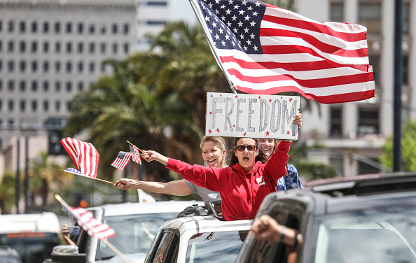 "San Diego「San Diego Residents Hold ""Freedom Rally"" To Protest Stay-At-Home Directives」:写真・画像(2)[壁紙.com]"