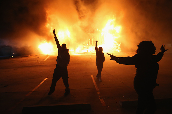 2014-15 Ferguson Unrest「Grand Jury Decision Reached In Ferguson Shooting Case」:写真・画像(5)[壁紙.com]