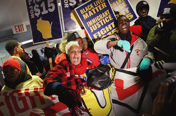 成長「Democratic Presidential Candidates Debate In Milwaukee」:写真・画像(5)[壁紙.com]