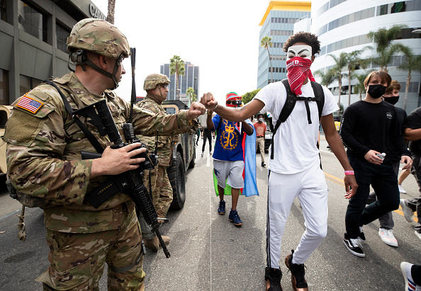 George Floyd Protests「National Guard Called In As Protests And Unrest Erupt Across Los Angeles Causing Widespread Damage」:写真・画像(17)[壁紙.com]