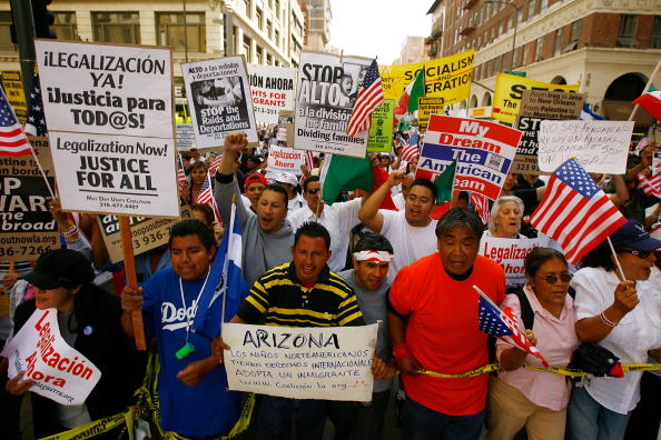 Latin American and Hispanic Ethnicity「Immigrant Rights Activists Hold Major March On International Workers Day」:写真・画像(11)[壁紙.com]