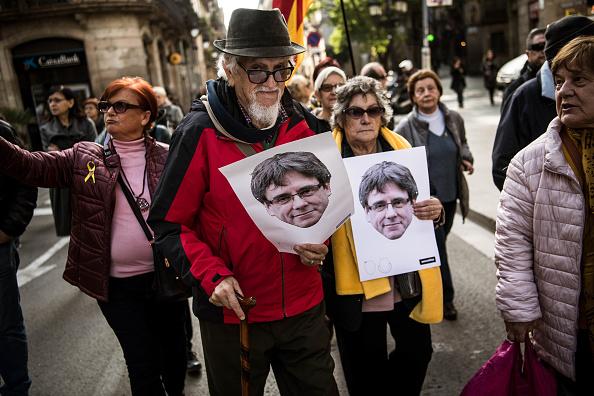 Former「Protesters Support Former Catalan President Carles Puigdemont After After Regional Head Vote Postponed」:写真・画像(19)[壁紙.com]