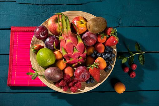 Plum「Bowl of various fruits」:スマホ壁紙(8)