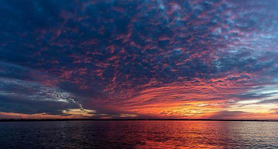 Charleston - South Carolina「The colorful sky on the sunset in Charleston, South Carolina」:スマホ壁紙(0)