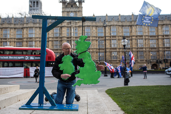 Hanging「Theresa May's Future Hangs In The Balance」:写真・画像(19)[壁紙.com]